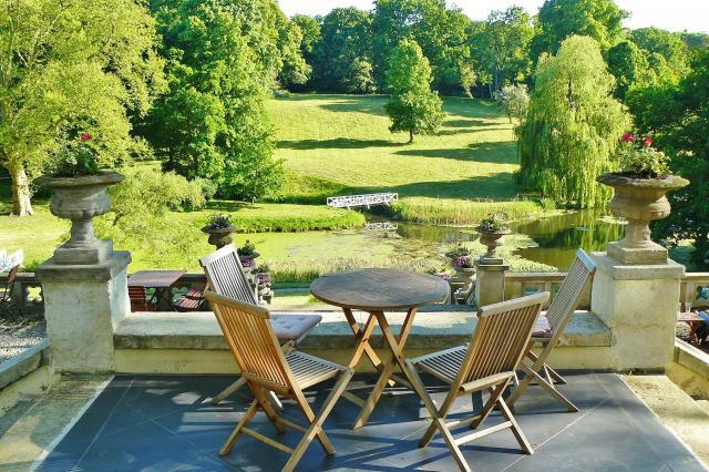 Krzesła ogrodowe – niezbędny dodatek do każdego ogrodu