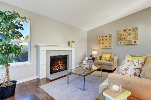 5 kolorów ścian do salonu, dzięki którym wnętrze stanie się bardziej przytulne