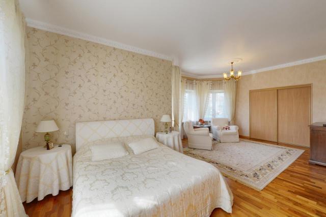Jak urządzić sypialnię, aby była przestrzenna? Praktyczne porady