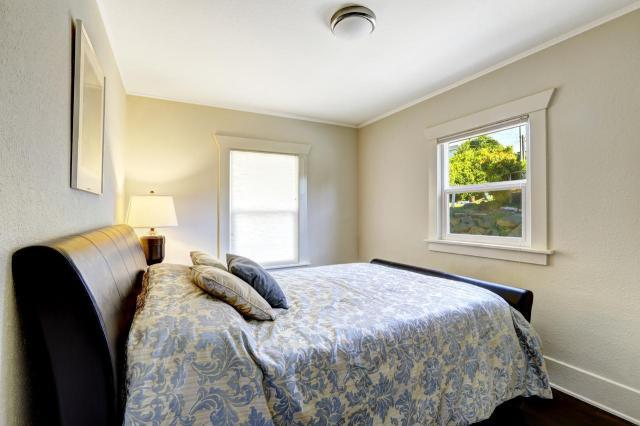 Jak urządzić małą sypialnię? O tych rzeczach nie możesz zapomnieć!