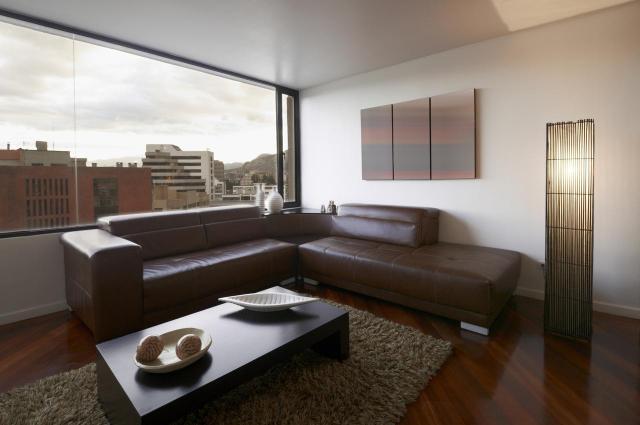 Jak urządzić duże pokoje? Proste i efektowne sposoby na piękne wnętrze