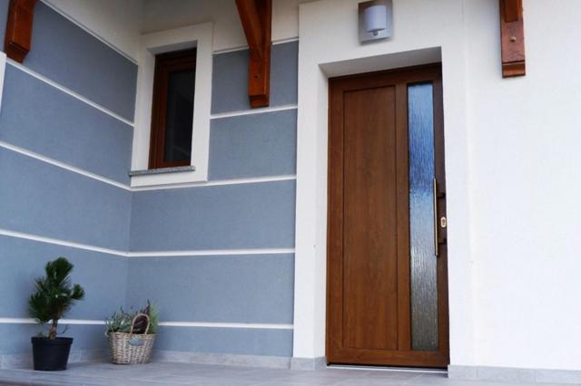 Jakie drzwi wejściowe do bloku a jakie do domu? Poznaj wszystkie wymagania!