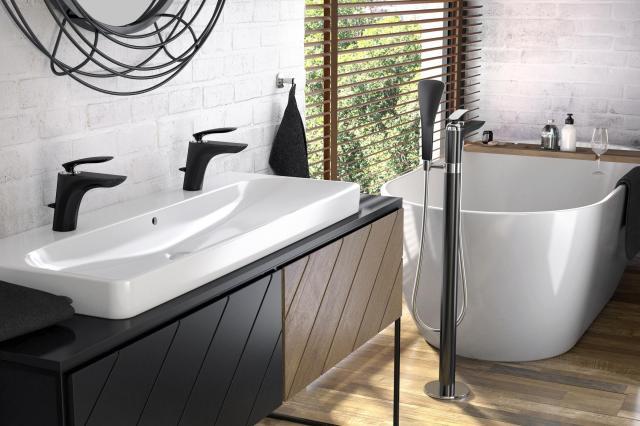 aranżacja łazienki, łazienka w czerni, trendy, artykuł partnerski