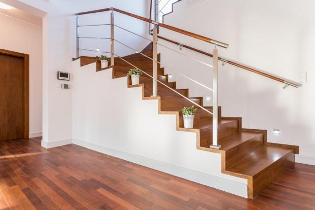 Zdecyduj się na schody drewniane w domu